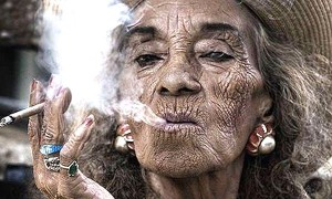 fumare genera le macchie scure sulla pelle