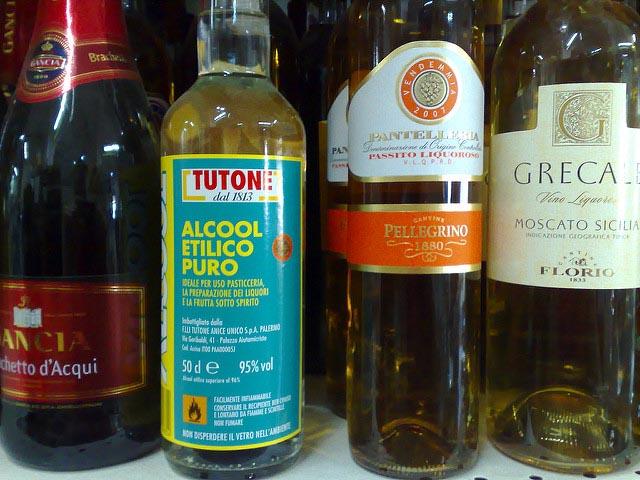 Bottiglie Di Alcool Etilico Uso Domestico